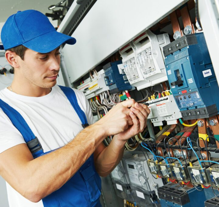 Tips that will help you to pick the right electrician